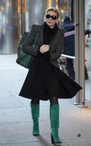 С чем носить зеленые сапоги фото