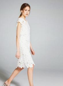 с чем носить платье из гипюра