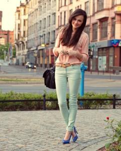 брюки светло-зеленого цвета фото