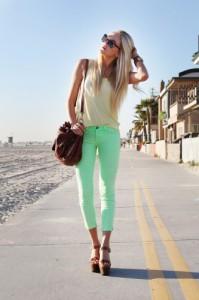 брюки светло-зеленые