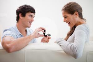 10 способов влюбить в себя парня