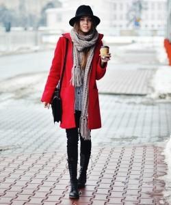 носить шарф с красным пальто