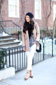 носить шарф с розовым пальто
