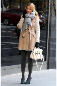 носить шарф с коричневым пальто