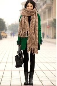 носить шарф с зеленым пальто