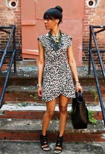 с чем носить платье с леопардовым принтом