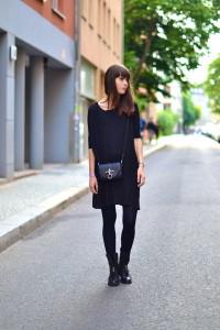 Чем можно освежить темное платье