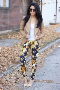 брюки с цветочным принтом фото