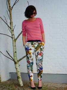 с чем носить брюки с цветочным принтом