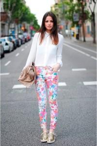 с чем носить  брюки в цветочек фото