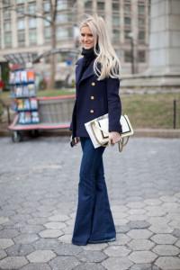 с чем носить расклешенные джинсы фото