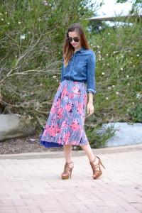 с чем носить цветочную юбку