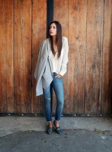 с чем носить дырявые джинсы