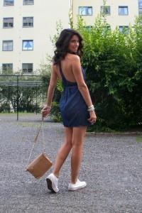 Как носить платье с кедами фото