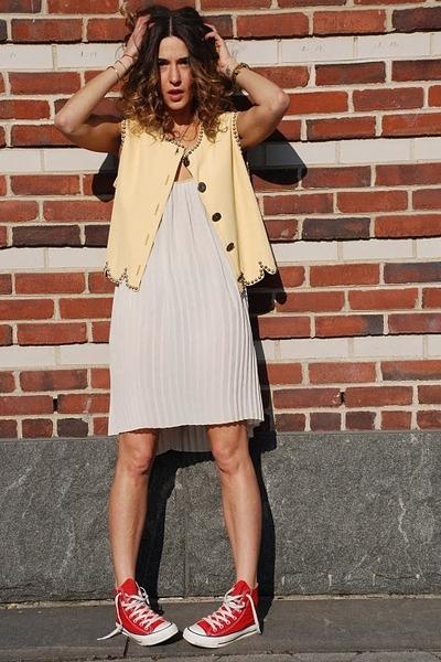 Фото луков конверсы и платье