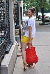 шорты желтого цвета фото