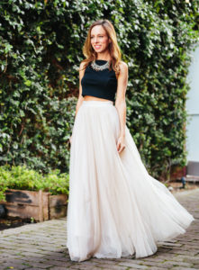 sydne-style-how-to-wear-a-crop-top-statement-necklace-tulle-skirt-black-white-wedding