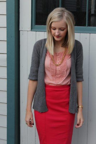 С чем носить красную юбку-карандаш