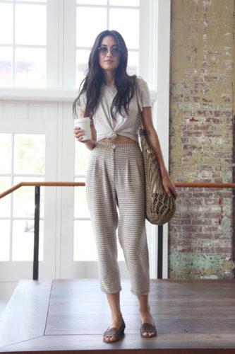 с чем носить полосатые брюки